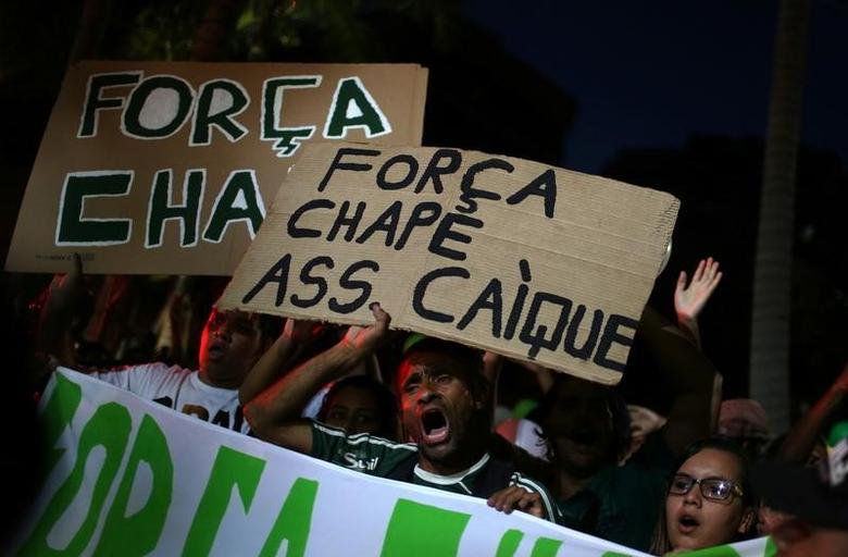 Fans holding signs that reads ''Force Chape'' take part of a symbolic event to remember the Chapecoense soccer team who died in a plane crash in Colombia, outside the Maracana stadium in Rio de Janeiro, Brazil, December 7, 2016. REUTERS/Pilar Olivares