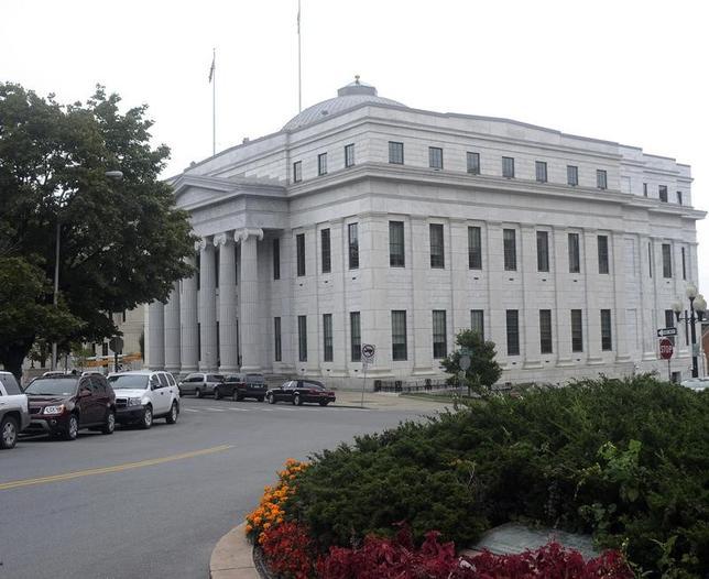 12月20日、1960年代のバンド「タートルズ」の創設メンバーらが曲の無断使用は著作権法違反に当たるとして米衛星ラジオサービスのシリウスXMホールディングスを訴えた裁判で、ニューヨーク州の最高裁判所(写真)はシリウス側に勝訴判決を下した。写真は2011年撮影(2016年 ロイター/Hans Pennink)