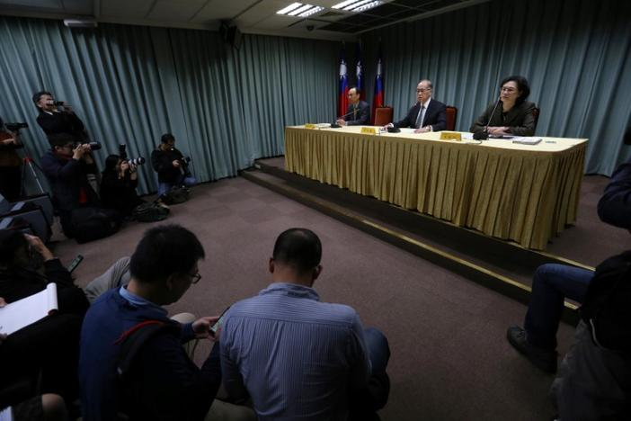 Taiwanese Minister of Foreign Affairs David Lee (C) speaks at a news conference after Sao Tome ended ties with Taiwan, in Taipei December 21, 2016. REUTERS/Stringer