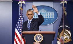 Президент США Барак Обама на пресс-конференции в Вашингтоне. 16 декабря 2016 года. Президент США Барак Обама накануне запретил бурение новых нефтегазовых скважин в федеральных водах Атлантического и Северного Ледовитого океана в надежде оставить след в борьбе за сохранность окружающей среды, прежде чем республиканец Дональд Трамп сменит его на посту главы государства. REUTERS/Carlos Barria