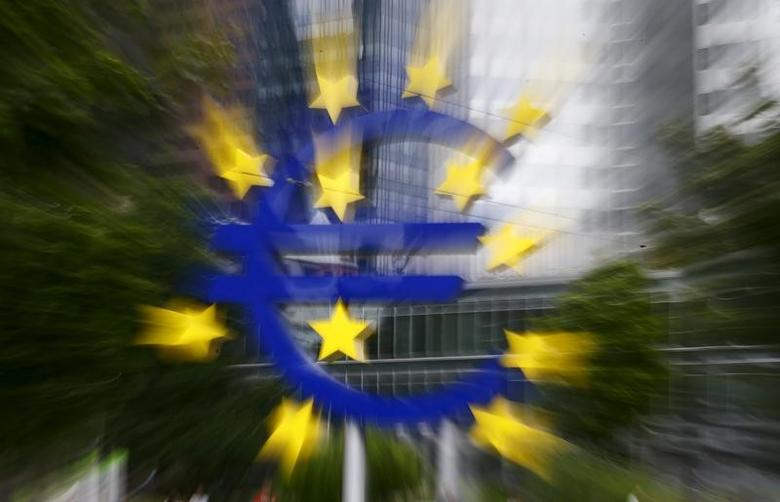 The famous euro sign landmark is pictured outside the former headquarters of the European Central Bank (ECB) in Frankfurt, Germany, July 17, 2015. REUTERS/Kai Pfaffenbach