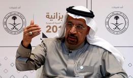 """El ministro de Energía de Arabia Saudita, Khalid al-Falih, en una rueda de prensa en Riad, dic 22, 2016. El ministro de Energía de Arabia Saudita, Khalid al-Falih, dijo el jueves que confía en que habrá """"un alto nivel de compromiso"""" de los productores de la OPEP y externos al grupo con un acuerdo global logrado este mes para limitar los suministros.  REUTERS/Faisal Al Nasser"""