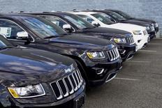 Le marché automobile américain devrait légèrement décliner en décembre par rapport au même mois de 2015 mais atteindre néanmoins un nouveau record sur l'ensemble de 2016, selon le consultant spécialisé WardsAuto. /Photo d'archives/REUTERS/Eduardo Munoz