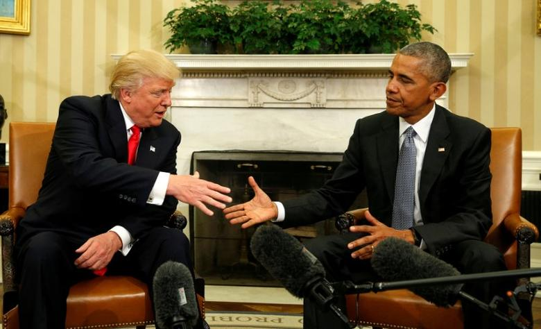 FILE PHOTO -  U.S. President Barack Obama meets with President-elect Donald Trump in the Oval Office of the White House in Washington November 10, 2016. REUTERS/Kevin Lamarque/File Photo