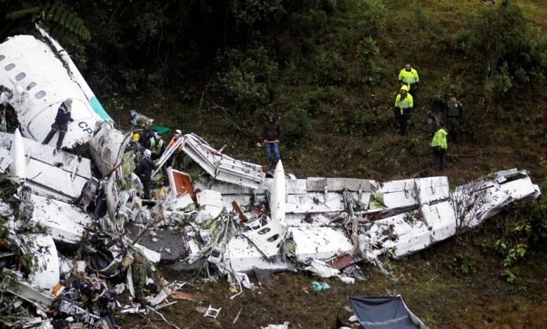 Rescue crew work in the wreckage from a plane that crashed into Colombian jungle with Brazilian soccer team Chapecoense near Medellin, Colombia, November 29, 2016. REUTERS/Fredy Builes