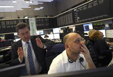 Vers 08h20 GMT, le CAC 40 parisien prend 6,11 points, soit 0,13% et le Dax à Francfort gagne 0,16%. La Bourse de Londres est fermée. /Photo prise le 9 novembre 2016/REUTERS/Kai Pfaffenbach