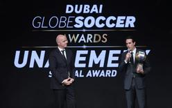 Paris St Germain coach Unai Emery speaks after receiving the Special Award trophy as FIFA President Gianni Infantino stands next to him during the Dubai Globe Soccer Awards Ceremony in Dubai, United Arab Emirates, December 27, 2016. REUTERS/Stringer