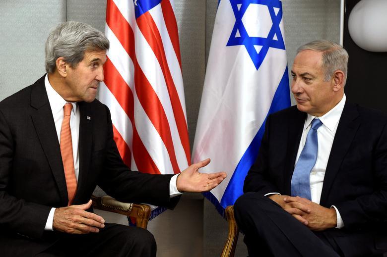 FILE PHOTO: U.S. Secretary of State John Kerry (L) meets with Israeli Prime Minister Benjamin Netanyahu in Manhattan, New York, U.S., September 23, 2016.  REUTERS/Darren Ornitz/File Picture