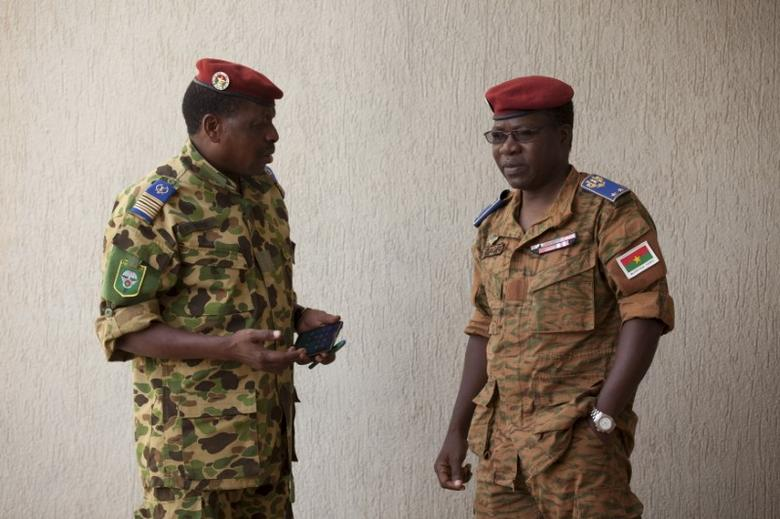 Burkina Faso's Army chief of staff General Pingrenoma Zagre (R) speaks to a member of the presidential guard in Ouagadougou, Burkina Faso, September 18, 2015.  REUTERS/Joe Penney