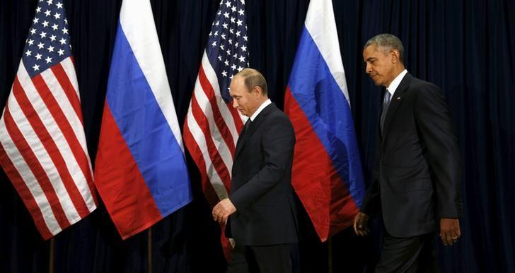 U.S. President Barack Obama and Russian President Vladimir Putin walk into a photo opportunity before their meeting at the United Nations General Assembly in New York September 28, 2015. REUTERS/Kevin Lamarque