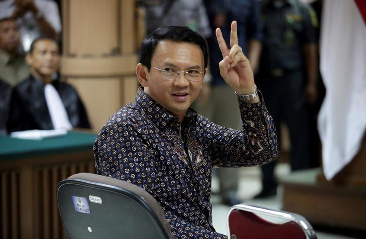 Jakarta's Governor Basuki Tjahaja Purnama gestures inside the courtroom during his blasphemy trial at the North Jakarta District Court in Jakarta, Indonesia, December 27, 2016. REUTERS/Bagus Indahono/Pool     TPX IMAGES OF THE DAY