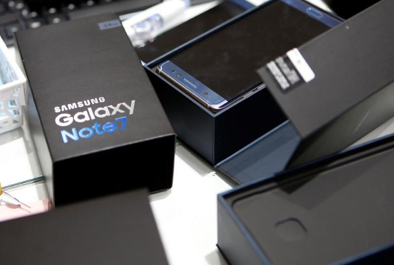 An exchanged Samsung Electronics' Galaxy Note 7 is seen at company's headquarters in Seoul, South Korea, October 13, 2016.   REUTERS/Kim Hong-Ji