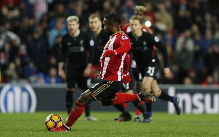 Britain Football Soccer - Sunderland v Liverpool - Premier League - Stadium of Light - 2/1/17 Sunderland's Jermain Defoe scores their second goal from a penalty Reuters / Russell Cheyne Livepic
