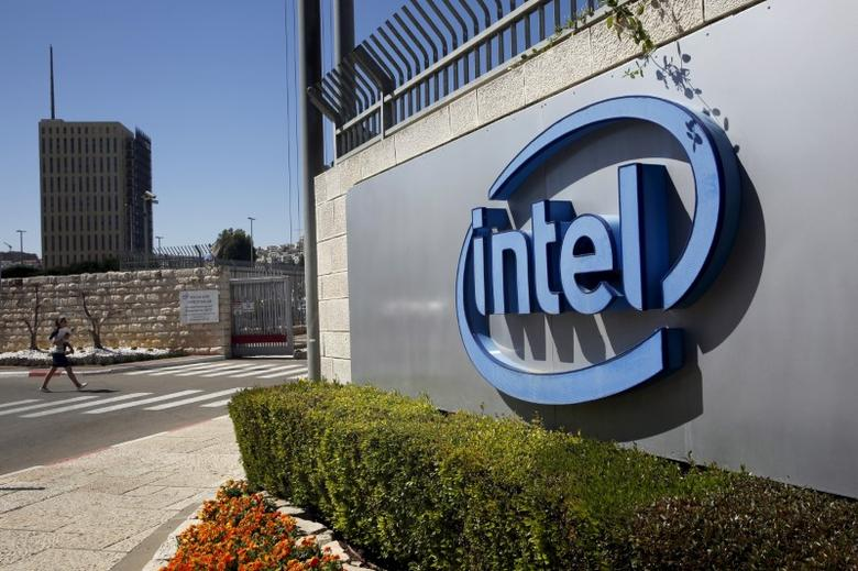 The logo of Intel, the world's largest chipmaker is seen at their offices in Jerusalem, April 20, 2016. REUTERS/Ronen Zvulun/File Photo