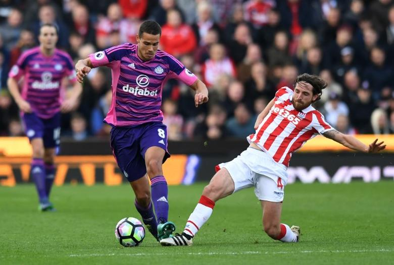 Britain Football Soccer - Stoke City v Sunderland - Premier League - bet365 Stadium - 15/10/16Stoke City's Joe Allen in action with Sunderland's Jack Rodwell Reuters / Anthony DevlinLivepic