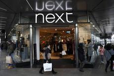 Las bolsas europeas abrieron estables el miércoles, con el foco de atención en los minoristas tras presentar datos con tendencias opuestas Next y B&M European Value Retail. En la imagen, una tienda de Next en Londres, el 3 de enero de 2017. REUTERS/Stefan Wermuth