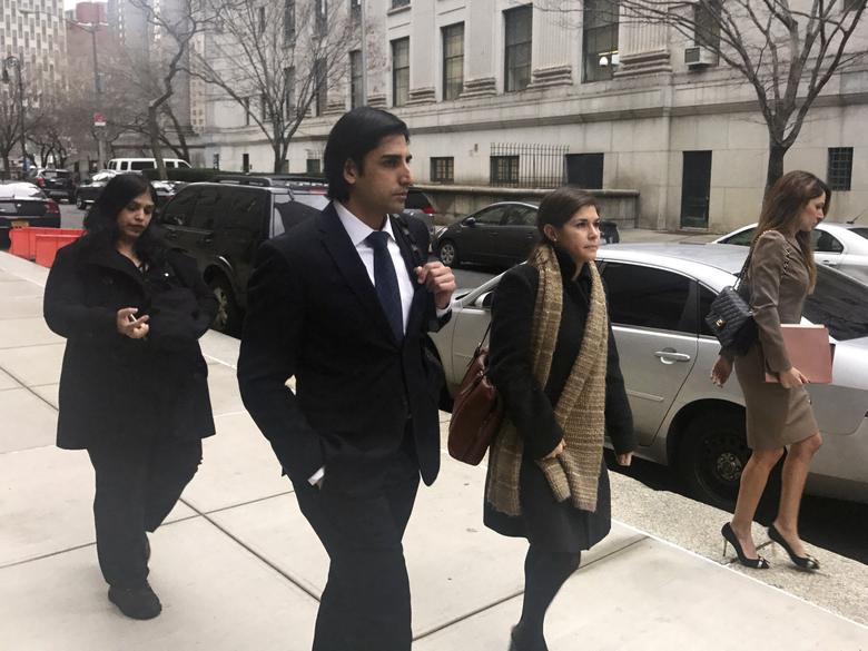 Navnoor Kang, former director of fixed income and head of portfolio strategy at the New York State Common Retirement Fund, walks down the street after entering his plea to charges that included securities fraud and wire fraud in Manhattan federal court in New York, U.S., January 4, 2017.  REUTERS/Nate Raymond