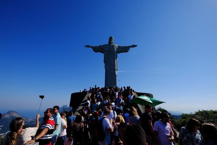 Tourists visit the Christ the Redeemer statue before the start of the Rio 2016 Olympics in Rio de Janeiro, July 24, 2016. Picture taken July 24, 2016. REUTERS/Paul Robinson