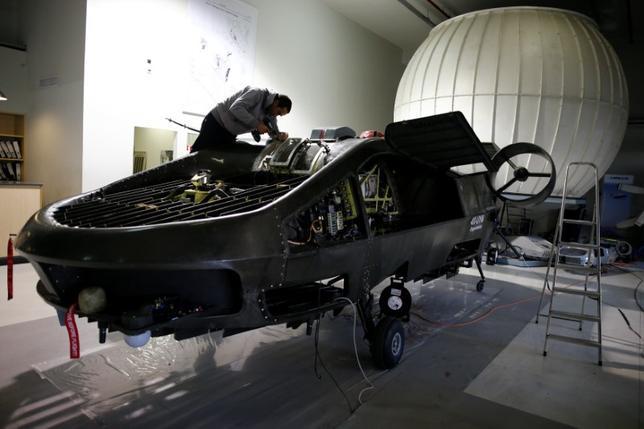 1月3日、イスラエルのアーバン・エアロノーティクス社は、乗客を運べる小型無人機「コーモラント」を15年にわたり開発し、2020年の市場投入を目指している。写真は昨年12月撮影(2017年 ロイター/Amir Cohen)