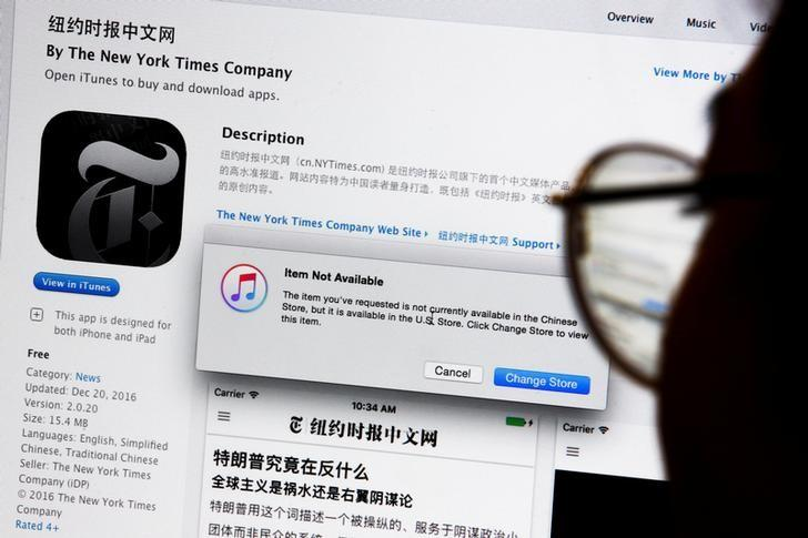 An illustration shows a person looking at a computer screen in Beijing showing an Apple iTunes store message saying that the New York Times app is not available in the Chinese store, in China January 5, 2017.  REUTERS/Thomas Peter/Illustration