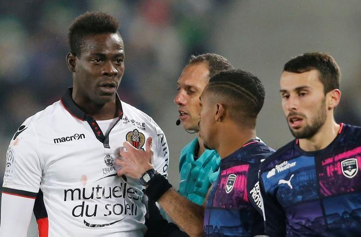 Football Soccer - Girondins Bordeaux v Nice - French Ligue 1 - Stade Matmut Atlantique, 21/12/2016. Mario Balotelli of Nice (L) reacts during his match against Girondins Bordeaux. REUTERS/Regis Duvignau