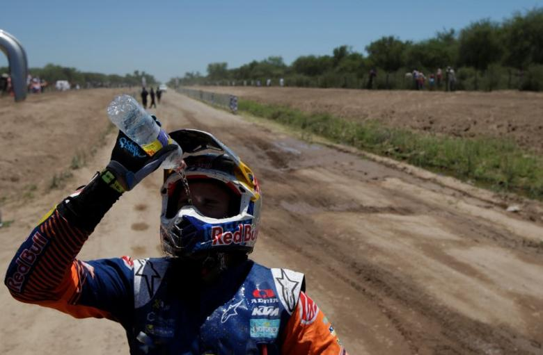 Dakar Rally - 2017 Paraguay-Bolivia-Argentina Dakar rally - 39th Dakar Edition - Second stage from Resistencia to San Miguel de Tucuman, Argentina 03/01/17. Sam Sunderland of Great Britain throws water on his face after riding his KTM. REUTERS/Ricardo Moraes