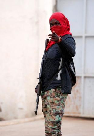 محاصرة وزير دفاع ساحل العاج داخل منزل بعد إطلاق جنود مارقين النار