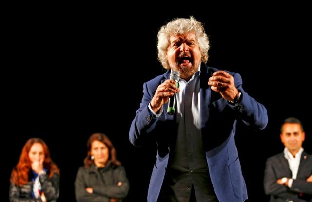 Beppe Grillo, the founder of the anti-establishment 5-Star Movement, talks during a march in support of the 'No' vote in the upcoming constitutional reform referendum in Rome, Italy November 26, 2016. REUTERS/Remo Casilli/File Photo - RTSUVBR
