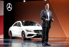 Mercedes-Benz alcanzaría su objetivo de convertirse en el mayor fabricante de automóviles de lujo cuatro años antes de lo previsto, una hazaña lograda, irónicamente, sólo tras dejar de buscar participación de mercado y enfocarse en la fabricación de vehículos de tecnología avanzada favorecidos por los consumidores. En la imagen, el consejero delegado de MBUSA y NAFTA, Dietmar Exler, en un encuentro en la feria del automóvil de Detroit el 8 de enero de 2017. REUTERS/Mark Blinch