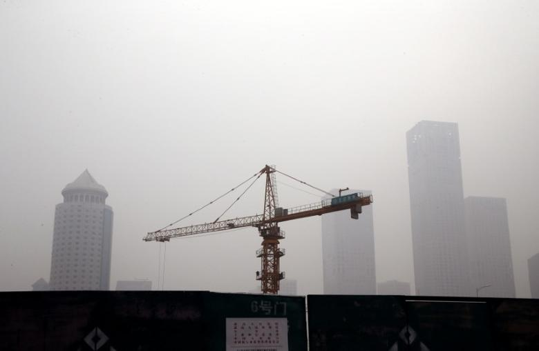 A construction site is pictured in Beijing's Central Business District (CBD) area on a hazy day, China, October 19, 2016. REUTERS/Jason Lee
