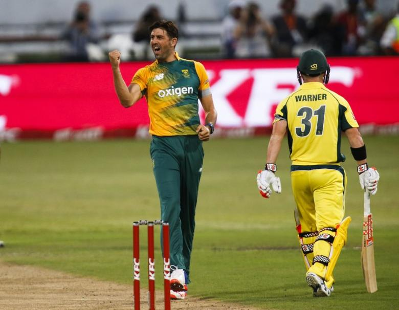 South Africa's David Wiese (L) celebrates the wicket of Australia's David Warner during their first T20 International cricket match in Durban, South Africa, March 4, 2016. REUTERS/Rogan Ward  Picture Supplied by Action Images