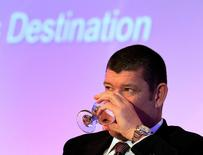 FILE PHOTO -  Australian gambling tycoon James Packer drinks water during day two of the Commonwealth Business Forum in Colombo November 13, 2013.   REUTERS/Dinuka Liyanawatte/File Photo