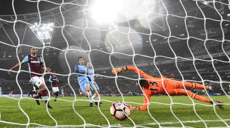 Football Soccer Britain - West Ham United v Manchester City - FA Cup Third Round - London Stadium - 6/1/17 Manchester City's David Silva scores their third goal  Reuters / Toby Melville Livepic