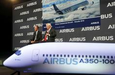 Airbus Chief Executive Officer Fabrice Bregier (L) and Airbus Chief Operating Officer-Customers John Leahy (R) attend the annual Airbus Commercial Press Briefing in Blagnac, Southwestern France, January 11, 2017. REUTERS/Regis Duvignau