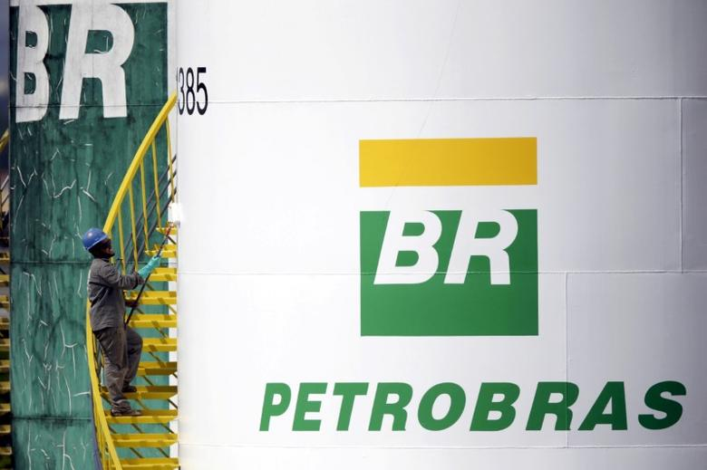 A worker paints a tank of Brazil's state-run Petrobras oil company in Brasilia, Brazil September 30, 2015. REUTERS/Ueslei Marcelino/File Photo