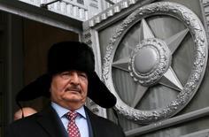 القائد العسكري الليبي خليفة حفتر عقب لقاء مع وزير الخارجية الروسي في موسكو يوم 29 نوفمبر تشرين الثاني 2016 - رويترز