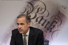 Gobernador del Banco de Inglaterra, Mark Carney, organiza una rueda de prensa sobre el Informe de Estabilidad Financiera en el Banco de Inglaterra en el centro de Londres. 30 de noviembre 2016.El gobernador del Banco de Inglaterra (BoE), Mark Carney, dijo el miércoles que la salida británica de la Unión Europea implica más riesgos a corto plazo para el sistema financiero de Europa continental que del Reino Unido, debido a la importancia de la industria de servicios financieros de Londres en la región. REUTERS/Justin Tallis/Pool