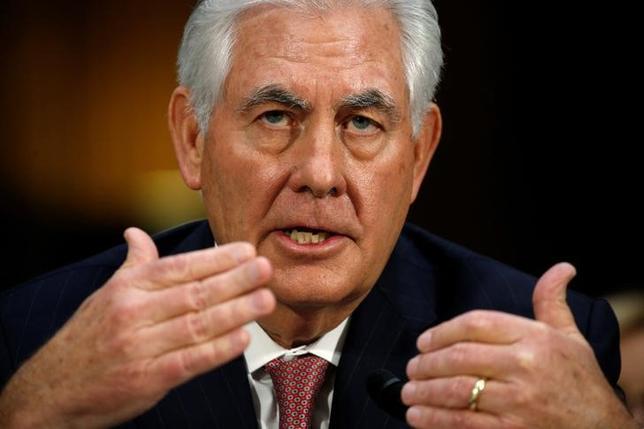 1月11日、トランプ次期米大統領が国務長官に指名したレックス・ティラーソン前エクソンモービル会長は、上院外交委員会で、米国は中国に対し、南シナ海での人工島建設を中止すべきで、これらの島へのアクセスは認めないとする姿勢を明確に示すべきだと語った(2017年 ロイター/Kevin Lamarque)