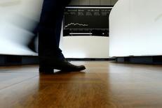 Les principales Bourses européennes ont ouvert en légère baisse jeudi. Vers 8h10 GMT, le CAC 40 perd 0,33 %, le Dax recule de 0,36% et le FTSE baisse de 0,20%. /Photo d'archives/REUTERS/Ralph Orlowski