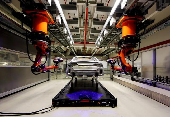 FILE PHOTO:  A robot is seen assembling Audi A8 models at their plant in Neckarsulm, Germany, May 21, 2015.    REUTERS/Michael Dalder/File Photo