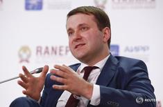 Министр экономики России Максим Орешкин на Гайдаровском форуме в Москве 13 января 2017 года. Минэкономики РФ рассчитывает, что рост ВВП в 2017 году значительно превысит официальный прогноз ведомства на уровне 0,6 процента и обещает представить новые оценки во втором квартале. REUTERS/Sergei Karpukhin