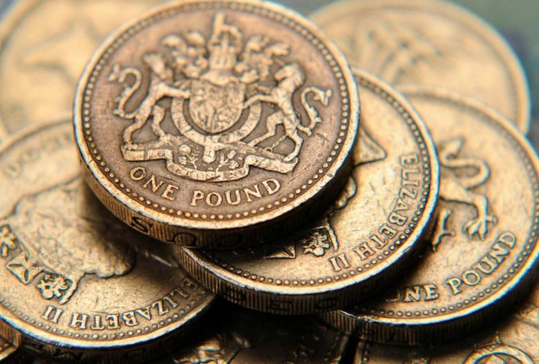 A pile of one pound coins is seen in a photo illustration shot June 17, 2008.  REUTERS/Toby Melville/Illustration/File Photo - RTSRQZQ