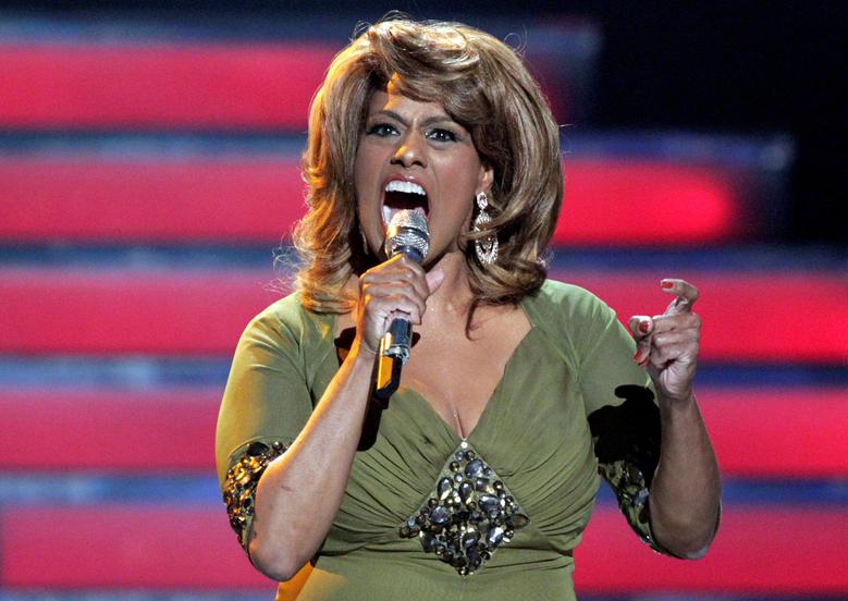 Singer Jennifer Holliday performs during the 11th season finale of ''American Idol'' in Los Angeles, California, U.S. on May 23, 2012.  REUTERS/Mario Anzuoni/File Photo