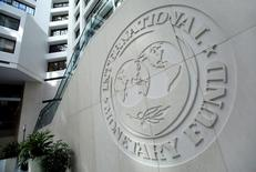 Logo do Fundo Monetário Internacional (FMI) na sede da instituição em Washington. 09/10/2016 REUTERS/Yuri Gripas