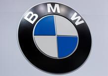 Imagen de archivo del logo de BMW en Nueva York, Estados Unidos. 16 de abril 2014. La compañía BMW mantendrá sus planes de abrir una planta en México en 2019 pese a las amenazas del presidente electo de Estados Unidos, Donald Trump, de imponer un impuesto a los autos que la automotriz alemana produzca en ese país para ser enviados al mercado estadounidense, declaró el lunes un ejecutivo de la firma.   REUTERS/Carlo Allegri/File Photo