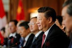 En la imagen, el presidente chino en un acto en Berna, el 16 de enero de 2017. El presidente de China, Xi Jinping, defenderá el martes la globalización frente a una creciente hostilidad pública en Occidente en un discurso en el Foro Económico Mundial (FEM) donde subrayará el rol global cada vez más importante de Pekín.REUTERS/POOL/Peter Klaunzer
