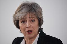 """La primera ministra británica, Theresa May, dando unas declaraciones sobre el """"Brexit"""", en Londres, ene 17 2017. Reino Unido dejará el mercado único de la Unión Europea cuando abandone el bloque continental, afirmó el martes la primera ministra británica, Theresa May, poniendo fin a las especulaciones sobre la posibilidad de que Londres pudiera buscar un """"Brexit suave"""".  REUTERS/Facuno Arrizabalaga/Pool"""