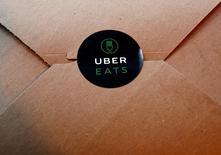 Uber relanza su servicio de reparto de comida en España. En la imagen, el logo de UberEats durante el lanzamiento del servicio en Tokio el 28 de septiembre de 2016.  REUTERS/Kim Kyung-Hoon  - RTSPS10