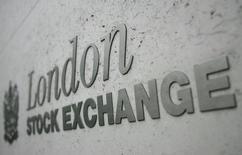 Les principales Bourses européennes évoluent sur une note hésitante mercredi à la mi-séance et Wall Street est attendue en très légère hausse. À Paris, le CAC 40 recule de 0,47% à 4.836,66 points vers 11h40 GMT. À Francfort, le Dax grignote 0,04% et à Londres, le FTSE avance timidement de 0,09%. /Photo d'archives/REUTERS/Toby Melville