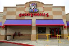 A Chuck E. Cheese restaurant is pictured in Oceanside, California, U.S., January 18, 2017.  REUTERS/Mike Blake